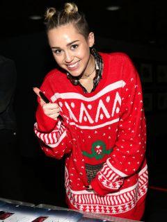 54ee956b43fcd_-_sev-celebrities-wearing-christmas-sweaters-miley-cyrus-s2